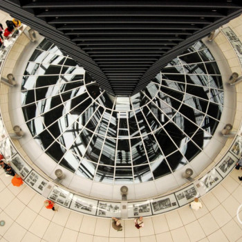 Foto der Kuppel auf dem Reichstag in Berlin