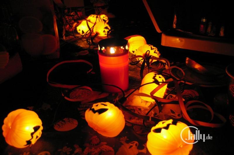 Wallpaper Halloween Tischdeko mit Grablicht