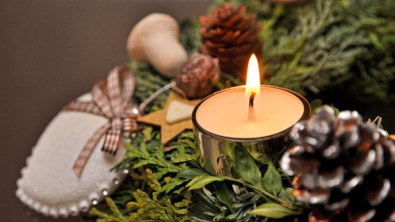 Adventskranz mit Kerze