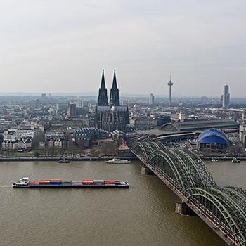 Skyline von Köln mit Dom und Hohenzollernbrücke