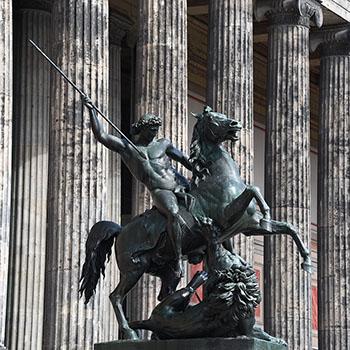 Reiter-Statue mit Löwe am Alten Museum Berlin