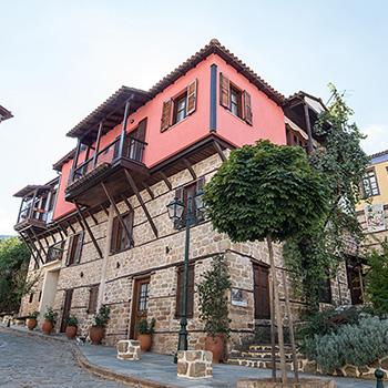 Historische Häuser in Arnea Griechenland