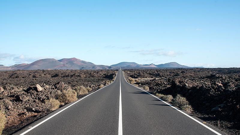Straße im Timanfaya Nationalpark Lanzarote Spanien