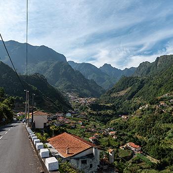Berge und Täler bei Boaventura auf Madeira