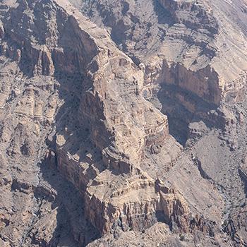 Felswand am Jebel Shams im Oman