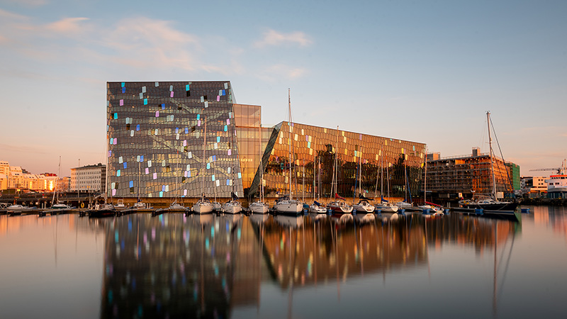 Sonnenuntergang an der Harpa Concert Hall Reykjavik