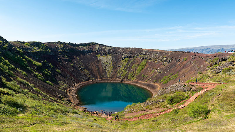 Abstieg zum Kerid Vulkankratersee