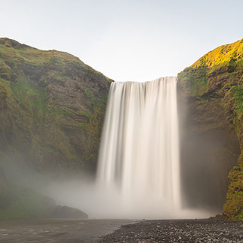 Skogafoss Wasserfall in Langzeitbelichtung