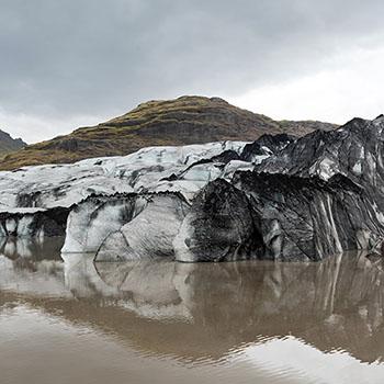 Solheimajökull Gletschersee mit Bergen
