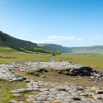 Steinfelsen Kirkjugolf in Island