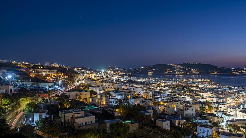 Aufnahme von Mykonos Stadt bei Nacht