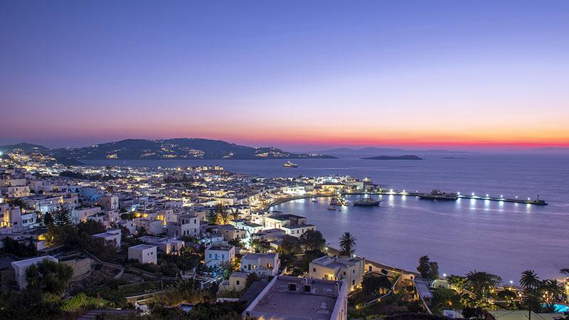Alter Hafen von Mykonos bei Nacht
