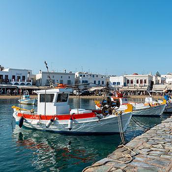Fischerboot im Hafen von Mykonos