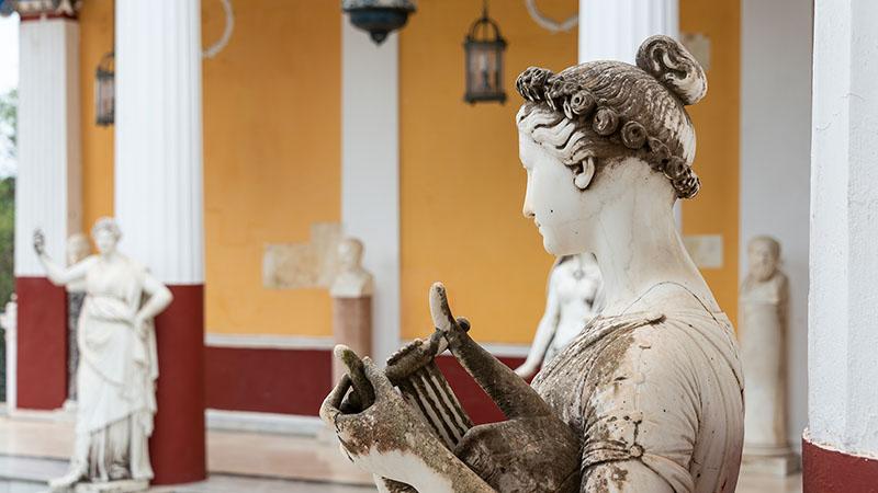 Figur im Achilleion auf Korfu