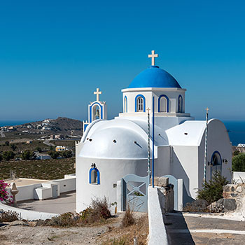 Schöne griechische Kirche auf Santorin
