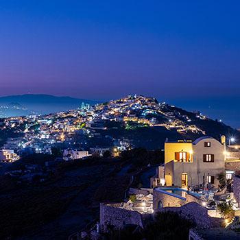 Sonnenuntergang über Pyrgos Kallistis auf Santorin