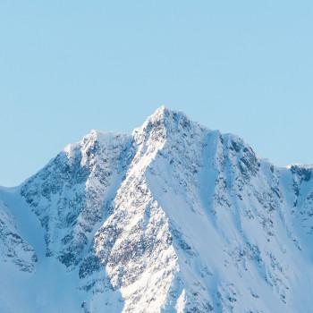 Schneegipfel in den Bergen von Norwegen