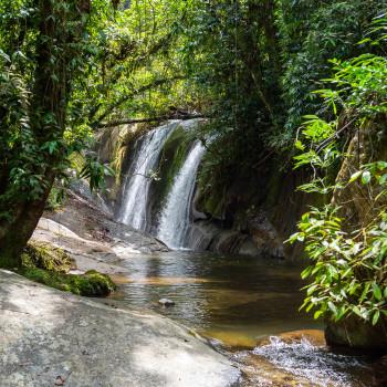 Wasserfall am Wildwasserpfad auf Ilhabela