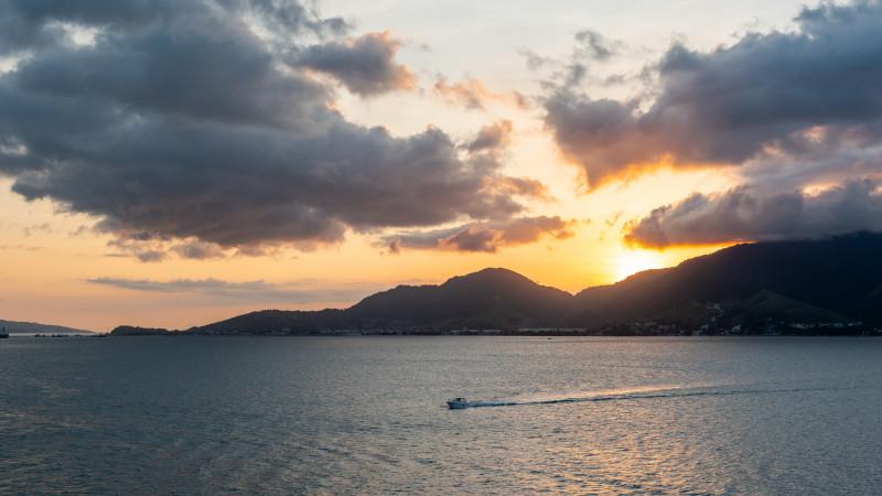 Sonnenuntergang in der Bucht vor Ilhabela
