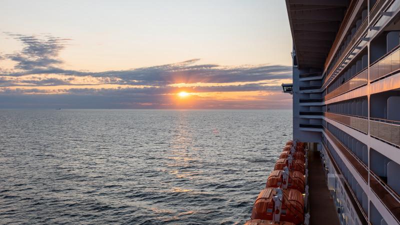 Sonnenuntergang auf der MSC Fantasia in Uruguay