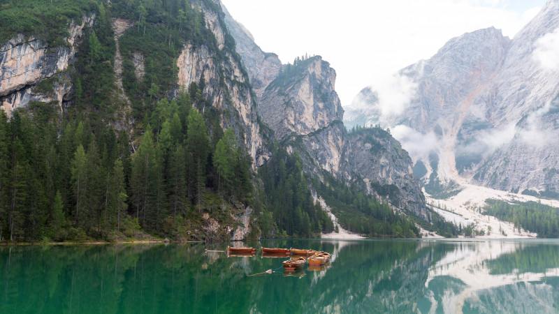 Boote am Pragser Wildsee