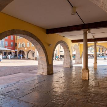 Arkaden der Comune Di Riva Del Garda