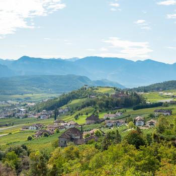 Ausblick vom Kreuzstein auf die Landschaft bei Eppan