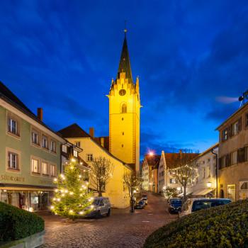 Kirche in Engen an Weihnachten