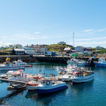 Hafen mit Booten in Stykkisholmur