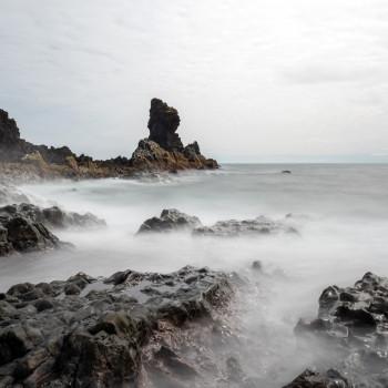 Stürmische See am Djupalonssandur Strand