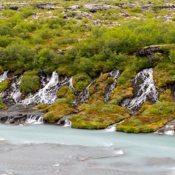 Kleine Wasserfälle am Hraunfossar