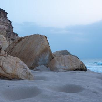 Küste am Strand von Ras Al Jinz
