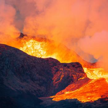 Brodelnde Lava am Fagradalsfjall Vulkan