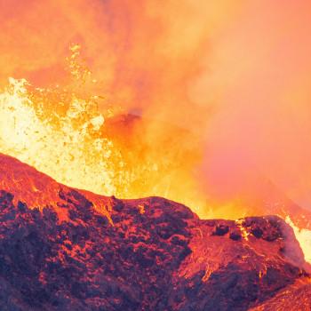 Feuriges Farbenspiel am Fagradalsfjall Vulkan