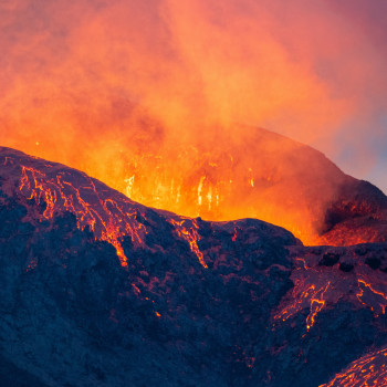 Glühender Vulkankrater