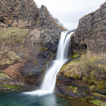 Gjarfoss Wasserfall im Gjain-Tal