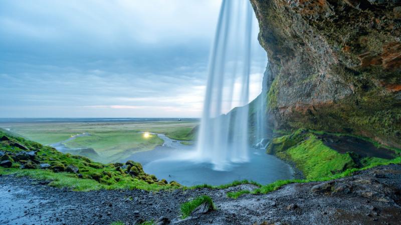 Traumhafter Wasserfall in Island