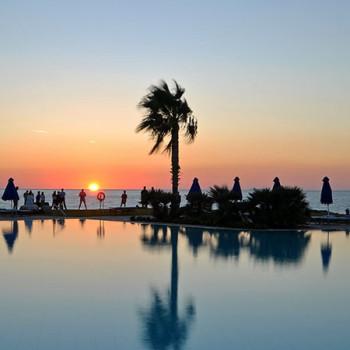 Sonnenuntergang am Pool des Neptune Hotel Kos