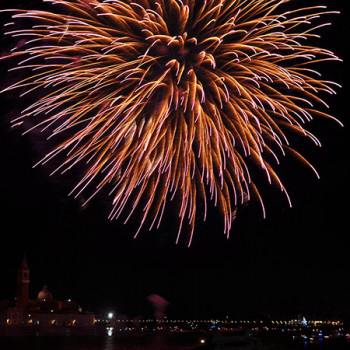 Feuerwerk in violett