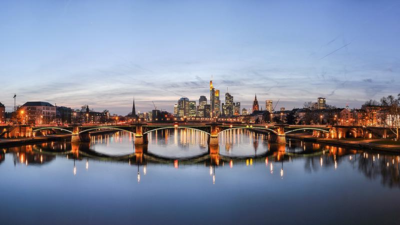Skyline Frankfurt bei Sonnenuntergang