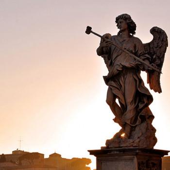 Statue auf der Brücke zur Engelsburg