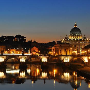 Vatikan und St. Peter mit Brücke bei Nacht