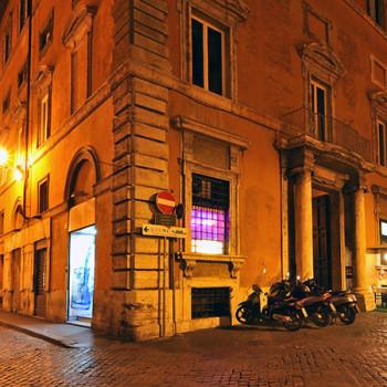 Straßen von Rom bei Nacht