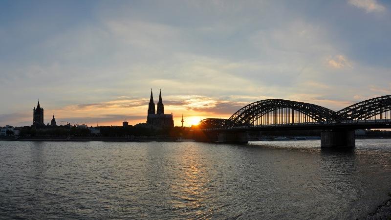 Skyline Köln bei Sonnenuntergang