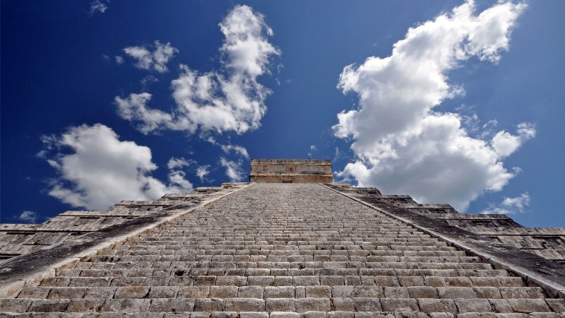 Stufen in den Himmel an den Pyramiden in Chichen Itza