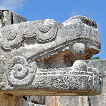 Fabelwesen aus Stein in Chichen Itza