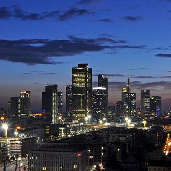Sonnenaufgang über der Skyline von Frankfurt am Main