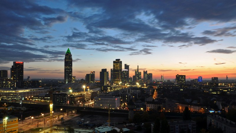 Frankfurt Skyline bei Sonnenaufgang
