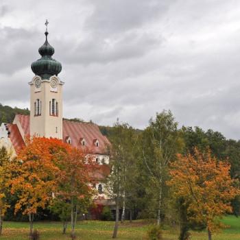 Bayerische Kirche im Herbst