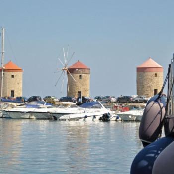 Windmühlen am Mandraki Hafen in Rhodos